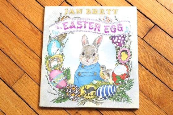 The Easter Egg, by Jan Brett | www.ameliesbookshelf.com